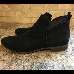 Rise black bootie size 10